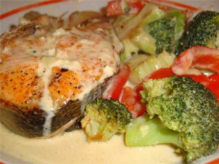 Рыба с овощами и сыром