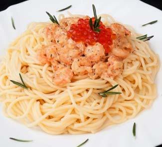 Спагетти с креветками и красной икрой