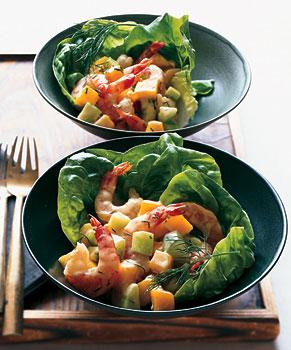 Салат с креветками, огурцами и манго
