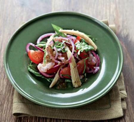 Салат с кукурузой, креветками и помидорами